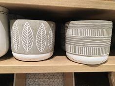 Pottery Painting Designs, Pottery Designs, Ceramic Shop, Ceramic Pottery, Ceramic Painting, Ceramic Art, Pots D'argile, Cerámica Ideas, Cement Art
