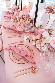Pink Table Decorations, Bridal Shower Decorations, Decoration Table, Wedding Decorations, Pink Table Settings, Beautiful Table Settings, Bridal Shower Tables, Bridal Shower Pink, Elegant Bridal Shower