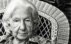 CORA CORALINA Seu verdadeiro nome era Ana Lins dos Guimarães Peixoto Bretas,, nascida em Goiás, em 20 de agosto de 1889 foi uma poetisa e contista brasileira. Cora Coralina é uma das principais escritoras brasileiras e um verdadeiro exemplo. Publicou seu primeiro livro aos 76 anos de idade.