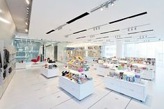 MoMA Design Store - This store carries products that have been carefully selected by the team in New York's Museum of Modern Art. Here you can find art books, furniture, design goods, accessories and stationery. Step into the shop and you can't help but notice it's clean sleek white theme among its 1800 items in display along with its informative description of each product.