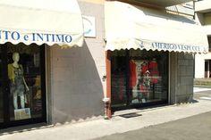 Siamo in via B. Marcello 2 a Modena, angolo Fossa Monda Sud. #abbigliamento #modena #uomo #donna