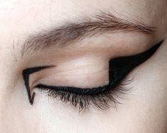 lamorbidezza:  Make-up atMary Katrantzou Fall 2012