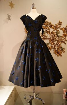 """Xtabay Vintage Clothing Boutique - Portland, OR    1950's embroidered taffeta gorgeousness....waist 27"""""""
