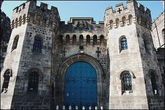 Armley prison-The hangman's tunnel - SecretLeeds - History, culture and architecture in Leeds Orange California, California Sunset, Sunset Pictures, Pictures Images, Leeds Bars, Tree Restaurant, Leeds City, Purple Sunset, Yorkshire England