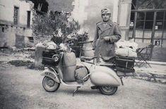 Touring Europe in the early Vespa days Piaggio Scooter, Vespa Lambretta, Vespa Scooters, Vintage Art, Vintage Photos, Vintage Vespa, Vespa 200, Classic Vespa, Ancient Rome