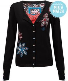 Liven up winter with our striking appliqué cardigan and its funky lining. So easy to wear. Cycling Outfit, Cycling Clothes, Brown Cardigan, Beautiful Outfits, Beautiful Clothes, Knitwear, Applique, Clothes For Women, My Style