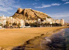 Place: Castillo de Santa Bárbara y Playa del Postiguet, Alicante / Comunidad Valenciana, Spain. Photo by: Ramón Dúran (flickr)