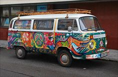 Shared by Find images and videos about car, hippie and colour on We Heart It - the app to get lost in what you love. Kombi Hippie, Hippie Camper, Vw Camper, Campers, Happy Hippie, Hippie Life, Volkswagen Bus, Vw T1, Volkswagen Beetles
