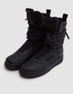 Military-inspired Air Force 1 High Boot in Black. Ballistic nylon and mesh upper with leather overlays. Nike Air Force Ones, Air Force 1, Nike Sf Af1, Cyberpunk Fashion, Grey Nikes, Black Dark, High Boots, All Black Sneakers, Nike Shoes
