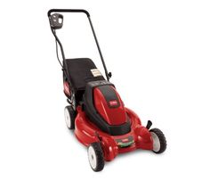 This Toro mower runs on a rechargeable battery. It's specifically designed for mulching, which makes it easier to leave your clippings on the lawn (grasscycling!).