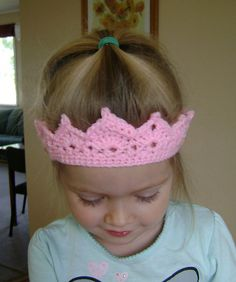Free Crochet Crown Pattern. I have a few girls birthdays coming that would like these!