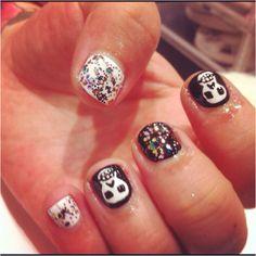Funky skull nails