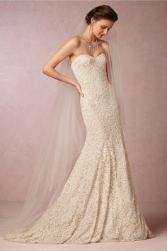 simple lace trumpet | see the 5 most popular wedding dress silhouettes here: http://www.mywedding.com/articles/wedding-dress-silhouettes/