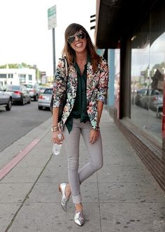 The floral blazer and oxfords Brogues Outfit, Oxford Shoes Outfit, Fashion Models, Workwear Fashion, Look Oxford, Ladies Brogues, Silver Shoes, Silver Brogues, Metallic Shoes