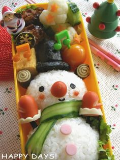 Bundled up snowman onigiri bento box Cute Bento Boxes, Bento Box Lunch, Cute Food, Good Food, Yummy Food, Bento Recipes, Bento Ideas, Kawaii Bento, Milk Shakes