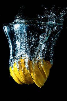 Resultado de imagem para Lighting For Liquid Series - AurumLight Water Drop Photography, High Speed Photography, Motion Photography, Splash Photography, Fruit Photography, Macro Photography, Creative Photography, Amazing Photography, Photography Ideas