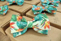 Pedido Especial de Gravatas Borboletas Personalizadas para casamento. Produzidas com muito amor por Dois Maridos. Acesse o site Dois Maridos e solicite orçamento.