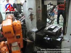 forgeage robot et CNC processus de forge forgeage marteau machine automa...