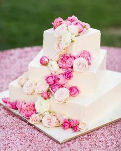 Fuchsia wedding cake Photography: Jonathan Young - jyweddings.com fuchsia