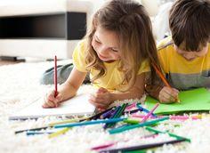 A importância do desenho para o desenvolvimento do seu filho | Seja para brincar ou para fazer uma tarefa escolar, o grafismo na infância está presente desde muito cedo. Basta que a criança consiga empunhar um giz de cera para que ela comece a se expressar. Veja como enriquecer ainda mais esse momento