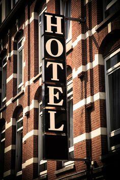 4297156-672978-hotel-sign.jpg (320×480)