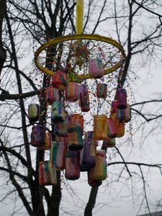 Recycled mobile - painted jars - covered jars with tissue paper and glue, hanging from bicycle wheel - Kreativt gjenbrukssenter i Grenland ≈≈ Recycle Mobile, Reggio Emilia Approach, Crafts From Recycled Materials, Reggio Classroom, Bicycle Spokes, Bicycle Wheel, Mobiles, Arts Integration, Mobile Art