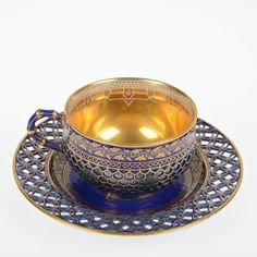 Good Russian reticulated porcelain teacup/saucer : Lot 2217
