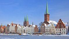 Gotische Kirchen, enge Gassen, moderne Museen: Die Welterbestadt Lübeck trumpft mit einem riesigen Kulturangebot auf. Gleich drei Nobelpreisträger hat sie hervorgebracht.