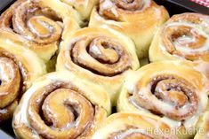 Cinnamon Rolls with Cream Cheese Topping - dieHexenküche. Cinnamon Roll Bread, Cinnamon Rolls, Dip Recipes, Dessert Recipes, Cream Cheese Topping, Cinnabon, I Foods, Good Food, Brunch