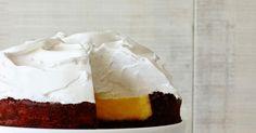 Wanneer ik in mijn keuken meringue aan het maken ben, verbaas ik mezelf er nog elke keer over dat uit enkel eiwitten en suiker zo'n spe...