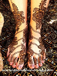 Lovely henna design for the legs and feet.