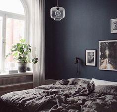 Färgkod: Alcros moules *pictures against blue wall Dark Cozy Bedroom, Blue Bedroom Walls, Blue Bedroom Decor, Fall Bedroom, Home Bedroom, Bedroom Design Inspiration, Bedroom Inspo, Blue Girls Rooms, Decoration