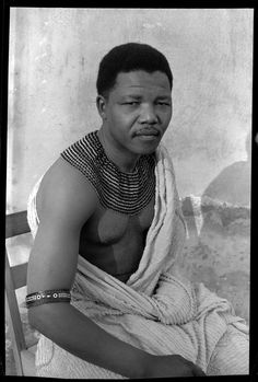 i12bent:  Good job, Nelson - you'll be missed… Photo: Eli Weinberg, Nelson Mandela portrait wearing traditional beads and a bed spread. Hidi...
