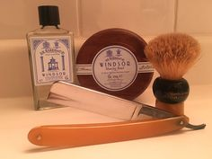 D.R. Harris Windsor shaving soap, D.R. Harris Windsor aftershave, vintage Bresduck dubl duck Special No. 1 straight razor and Rubberset 504 pure badger shaving brush, with a comfortable Jnat-honed edge on the blade.