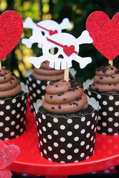 'Me Hearties' it's a Valentine party that is perfect for those pirate lovers! #valentine #valentineparty