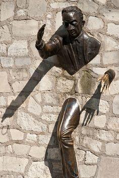 Montmartre Quarter, Le Passe-muraille, Paris XVIII création de Jean Marais comédien et acteur Français