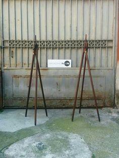 Coppia di cavalletti da teatro/cinema/fotografia in noce.  Richiudibili Fine 800 Con etichetta originale Ottime condizioni #magazzino76 #viapadova #Milano #nolo #viapadova76 #M76 #modernariato #vintage #industrialdesign #industrial #industriale #furnituredesign #furniture #mobili #modernfurniture #antik #antiquariato  #noce #fotografia #teatro #cinema #divani #cavalletto # #lampade #lamp