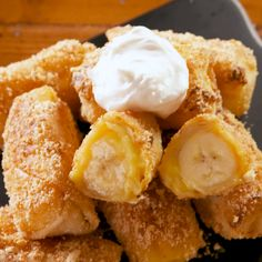 These Banana Pudding Egg Rolls >>> Literally Any Other Dessert is part of Fried dessert - Looking for a twist on your goto dessert These Banana Pudding Egg Rolls from Delish com should do the trick Sweet Desserts, Easy Desserts, Delicious Desserts, Dessert Recipes, Yummy Food, Deep Fried Desserts, Fruit Recipes, Banana Pudding Recipes, Banana Recipes Videos