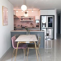 44 of our favourite millenial pink home decor picks 9 Kitchen Interior, Interior Design Living Room, Living Room Decor, Kitchen Decor, Kitchen Design, Country House Design, Pink Home Decor, Dining Room Table, Sweet Home