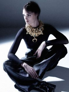Regal Chunky Jewelry - The Heaven Tanudiredja Spring 2013 Collection is Dramatic (VIDEO)