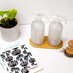Do you make your own cleaning solutions with Essential Oils or Cleaning Concentrates? What are your favourite recommendations? Kitchen Jar Labels, Kitchen Containers, Studio Apartment, Apartment Ideas, Make Your Own, Make It Yourself, How To Make, Custom Pantry, Kitchen Organisation