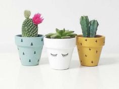 Ideas para Pintar Vaso de Barro Ideas to Paint Vase of Mud Painted Plant Pots, Painted Flower Pots, Painted Vases, Decorated Flower Pots, Diy Garden, Garden Crafts, Diy Crafts, Room Deco, Flower Pot Design