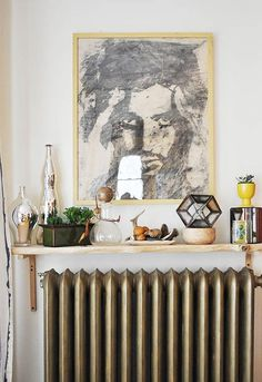 Radiators are standard in white. Unlike previous times, today you can buy radiators in almost the entire color spectrum. If you already have radiators in Small Space Living, Small Spaces, Living Spaces, Radiator Shelf, Painted Radiator, Radiator Cover, Radiator Ideas, Interior Decorating, Interior Design