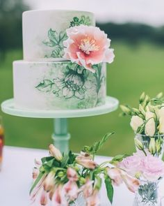 Um charme de inspiração. Quer um bolo de casamento diferente? O que acha de um que se pareça uma obra de arte pintada à mão? . . . Imagem via Pinterest #bolo #bolodecasamento #ideiasparacasamento #cakedesign #cake #bolodecorado #casorio #ograndedia #casorioavista #casamento #love #wedding #weddinginspiration #weddingcake #blogdecasamento #blogcasorioavista Wedding Day Wedding Planner Your Big Day Weddings Wedding Dresses Wedding bells