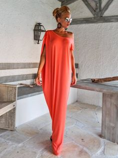 Coral Maxi Dress / Kaftan / Maxi Dress / Summer Dress / Plus Size Dress / Elegant Dress / Abaya / Evening Dress / Day Dress / This elegant, sophisticated, loose and comfortable maxi dress, looks as stunning with a pair of heels as it does with flats Maxi Dress Summer, Coral Maxi Dresses, Beach Dresses, Summer Dresses, Dress Beach, Beach Kaftan, Outfit Summer, Linen Dresses, Holiday Dresses
