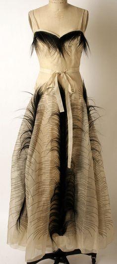 Jeanne Paquin (French, Retailer: Hattie Carnegie, Inc. (American) Date: 1938 Culture: French Medium: silk, cotton, fur. Jeanne Paquin, Vintage Gowns, Mode Vintage, Vintage Outfits, Vintage Style, Vintage Wear, Vintage Clothing, 1930s Fashion, Art Deco Fashion