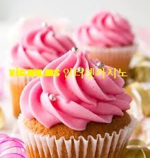 Three pink cupcakes with silver sprinkles and ribbons. Gourmet Cupcakes, Cupcakes Roses, Cupcake Photos, Frozen Birthday Cake, Cupcake Wars, Let Them Eat Cake, Sweets, Desserts, Food