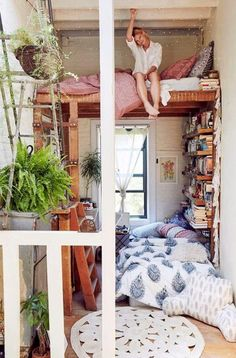 Misschien als het plafond hoog genoeg is? Varens zijn mooie kamerplanten
