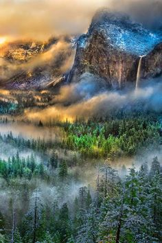 Beautiful Places in the world — l-eth-e: Serpentine vapors at Yosemite (by. All Nature, Amazing Nature, Places To Travel, Places To See, Travel Destinations, Beautiful World, Beautiful Places, Beautiful Pictures, Beautiful Gorgeous