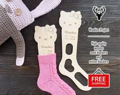High-quality wooden sock blockers and mitten de WoodicoProjectShop Plywood Prices, 4 Ply Yarn, Fingering Yarn, Baby Socks, Sock Yarn, Hand Dyed Yarn, Knitting Socks, Kitty, Pairs